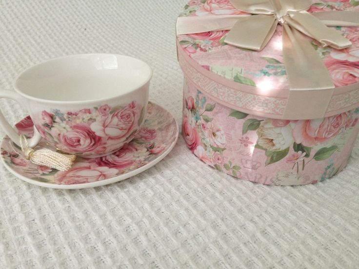 NEW Gift Boxed Ceramic Tea Cup and Saucer Sets