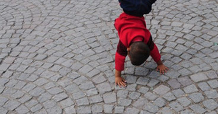 """Juegos de coordinación para niños dentro y fuera. Desde que nacen hasta que alcanzan la edad adulta, los niños pasan por un proceso muy largo para aprender habilidades de coordinación. Es importante para los niños obtener habilidades motoras finas y gruesas durante este tiempo. De acuerdo con Healthy Children en """"Movement and Coordination"""", muchos niños son coordinados naturalmente y encontrarán ..."""