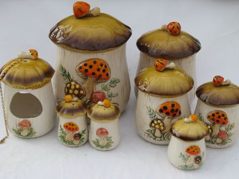 Vintage Japan, retro 70s mushrooms kitchen canisters, planter. I have all the canisters!!! Can't wait for my own kitchen one day. Perfect decoration on top of my cabinets!