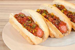 Aπό τον Δημήτρη Παπαζυμούρη Ημέρα προβολής 03/02/15. Πατήστε εδώ για να δείτε την εκπομπή. ΥΛΙΚΑ Για 6 άτομα 6 λουκάνικα Φράνκα Ifantis 6 ψωμάκια για hot dog Για το τσάτνεϊ: 800 γρ. αποφλοιωμένες ντομάτες ή κονκασέ 1 κρεμμύδι 1 σκελ. σκόρδο 1 κόκκινη ή πράσινη μικρή καυτερή πιπεριά 200 ml ξίδι από κόκκινο κρασί 200 …