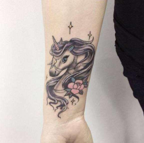 Tatuaggi con unicorno - Tattoo unicorno con lunga criniera