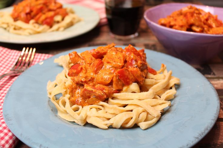 Low Carb Rezepte von Happy Carb: Linsennudeln mit Röstpaprikacreme - Heute kommt authentisches Pasta-Feeling auf den Teller.