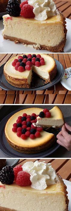 Les comparto una receta muy especial y deliciosa: Una cheesecake o tarta de queso al horno estilo New York. Es muy fácil de hacer. #cheesecake . #dulces #chantilly #leche #polvo #crema #yogurt #comohacer #receta #recipe #casero #torta #tartas #pastel #nestlecocina #bizcocho #bizcochuelo #tasty #cocina #chocolate #pan #panes Si te gusta dinos HOLA y dale a Me Gusta MIREN …