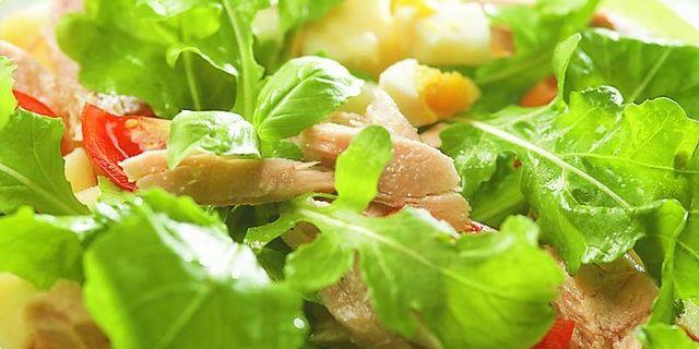 Salát s tuňákem. Recepty — Podravka | S Podravkou chutná lépe