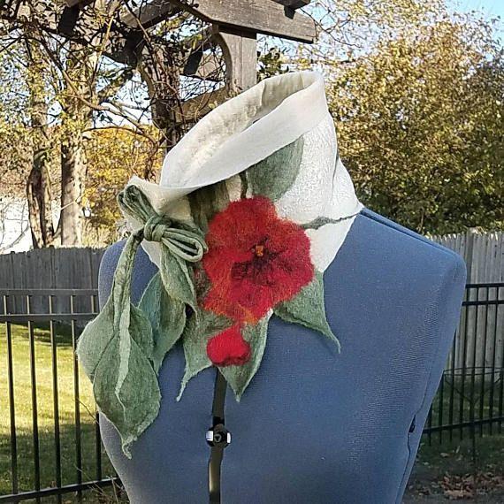 Gefilzte Wolle Schal in weiß mit roten Rosen. Kunst zum tragen. Nuno Filz Schal. Einzigartige Damen Geschenk. Gefilzte Seide Kragen. Boho Schal. Dieses anspruchsvolle und dennoch Spaß und einzigartige Schal ist so weich, dass Sie sich in ihr Leben finden können! Es ist in 18 Mikron