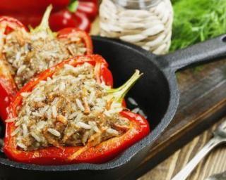 Poivrons farcis sans sel au riz, boeuf maigre et paprika : http://www.fourchette-et-bikini.fr/recettes/recettes-minceur/poivrons-farcis-sans-sel-au-riz-boeuf-maigre-et-paprika.html