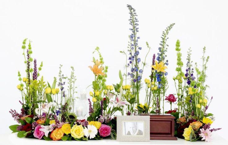 Curving Garden Arrangement : Michigan Florist : Upscale floral delivery to the entire Metro Detroit area.