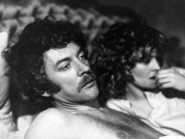 1973年に制作された名作『赤い影』には非常に濃厚でナチュラルなセックスシーンが登場する。演じているのはジュリー・クリスティとドナルド・サザーランド。議論の的になった理由は女性に対するオーラルセックスが...