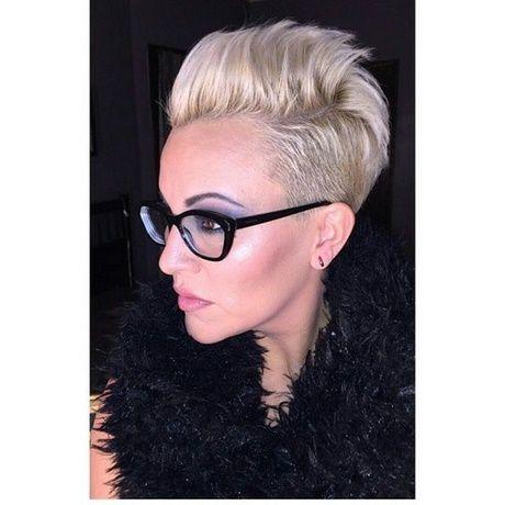 Zeer korte kapsels dames met bril
