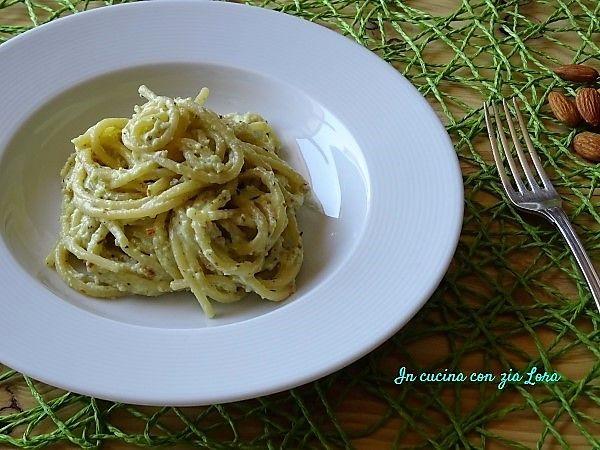 Spaghetti+con+pesto+di+mandorle+e+ricotta