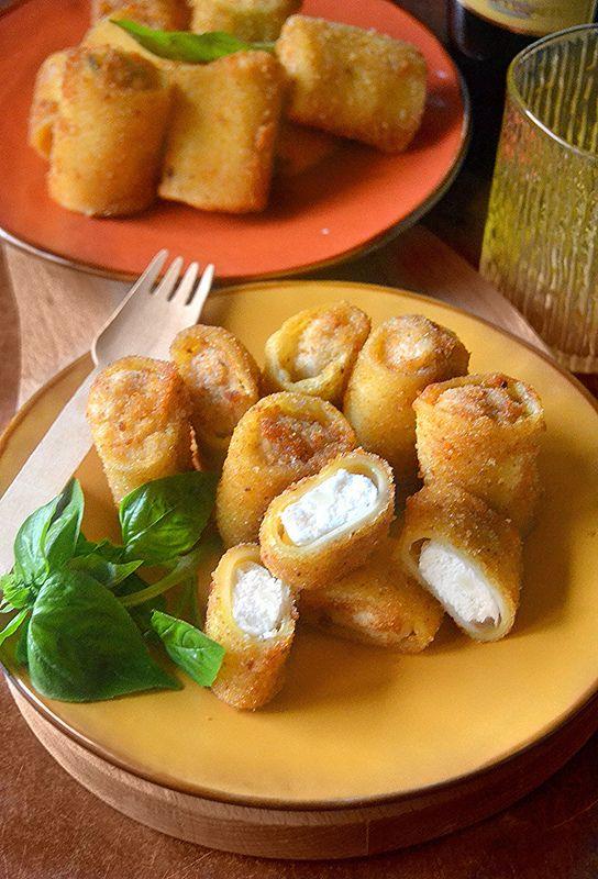 I paccheri fritti, sono una specialità tipica campana, si servono   per antipasto e sono ripieni di ricotta e mozzarella,   impanati ...