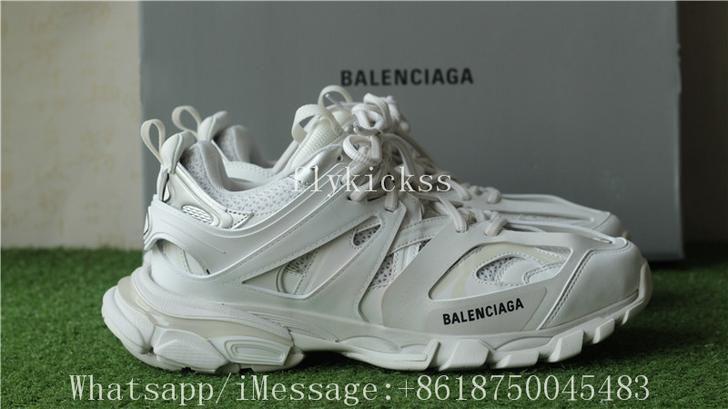 Thanh ban giay Balenciaga Track 3 0 quai vật trong