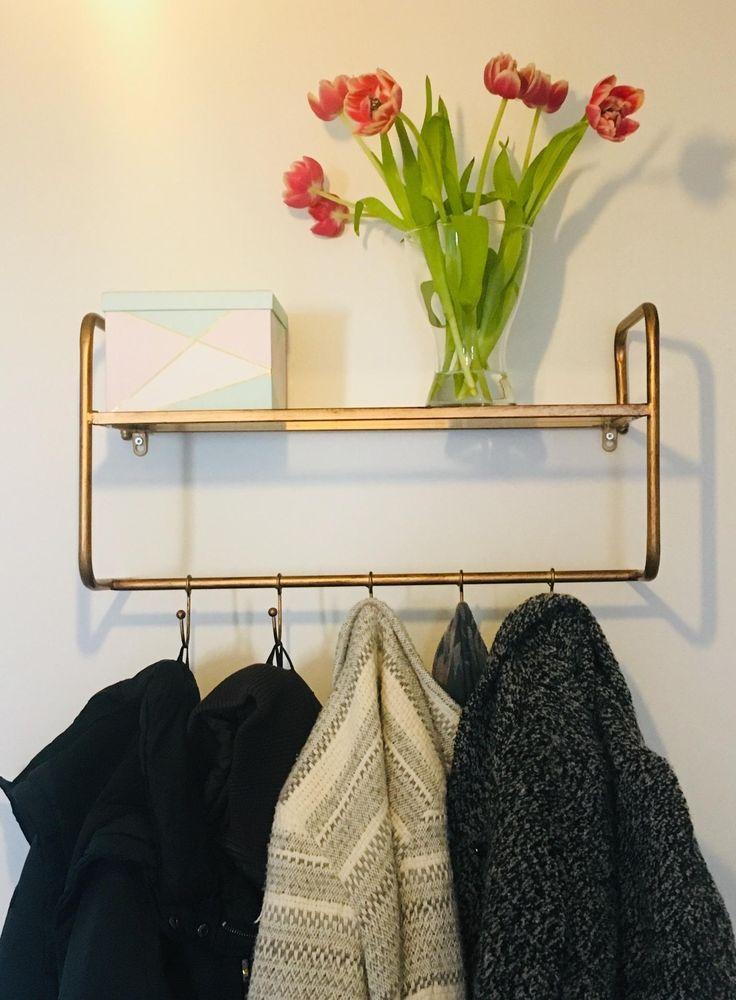 Diese simple und dennoch wunderschöne Garderobe gehört
