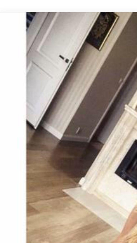 połączenie beżu, białych listw, kamienia kominka i odcieniu drewna podłogi, złote ramki (lub czarne), drzwi są spoko