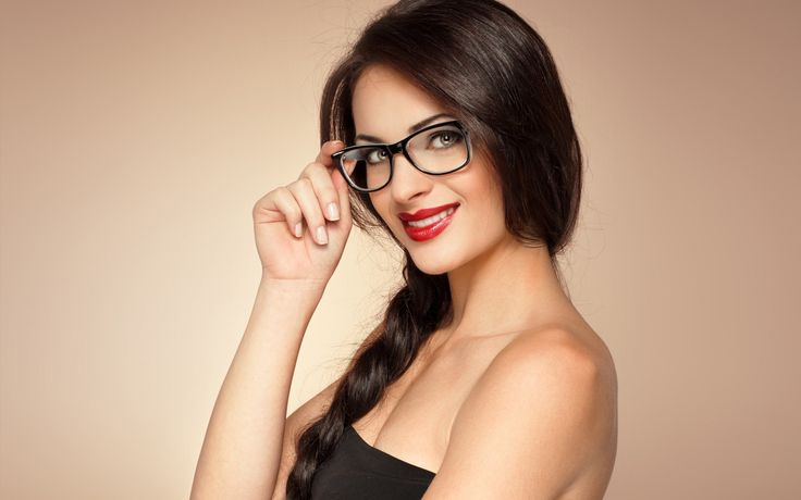 There's no doubt that big #glasses frames are the latest thing to be seen wearing. Whether you wear them for fashion, functionality or fun.