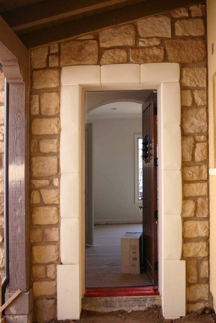 #Butternut Craft Orchard #Limestone with a sesame-colored grout. http://creativemines.us/crafted-masonry-veneer/craft-orchard-limestone/butternut-craft-orchard-limestone/
