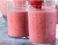 1 glas magere yoghurt, 1 banaan, 1/2 glas sinaasappelsap en 6 aardbeien. Mixen maar...