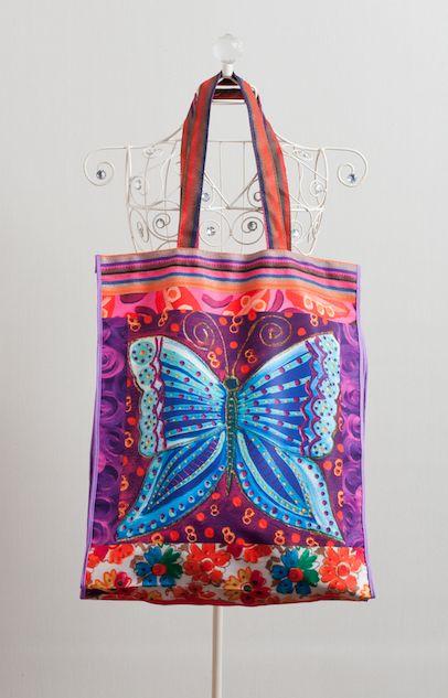 bolso viajero mariposa, estampado con una obra de la artista visual Isa Soler
