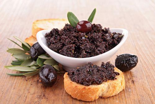 Préparation: 1. Égouttez les anchois, séchez-les sur du papier absorbant et pelez la gousse d'ail. 2. Mixez les olives, l'ail, les anchoisetles câpres. Ajoutez un filet d'huile …