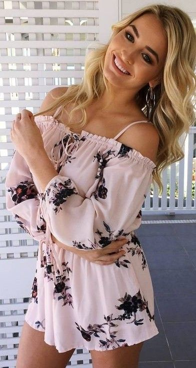 #prefall #muraboutique #outfitideas | Pink Floral Playsuit