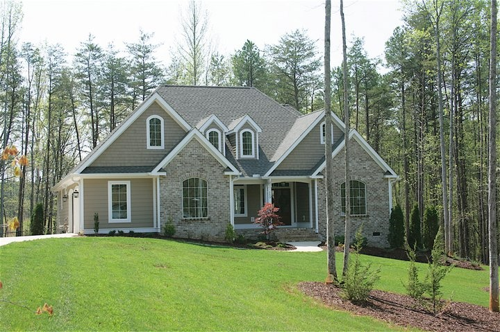 Nice covered back porch, Great room, kitchen, master suite too small. No mud room off the garage Nice curb appeal.(1st floor 1568  sq ft, optional bonus 324 sq ft.)The Foxcroft - House Plan #1144  http://www.dongardner.com/plan_details.aspx?pid=3244