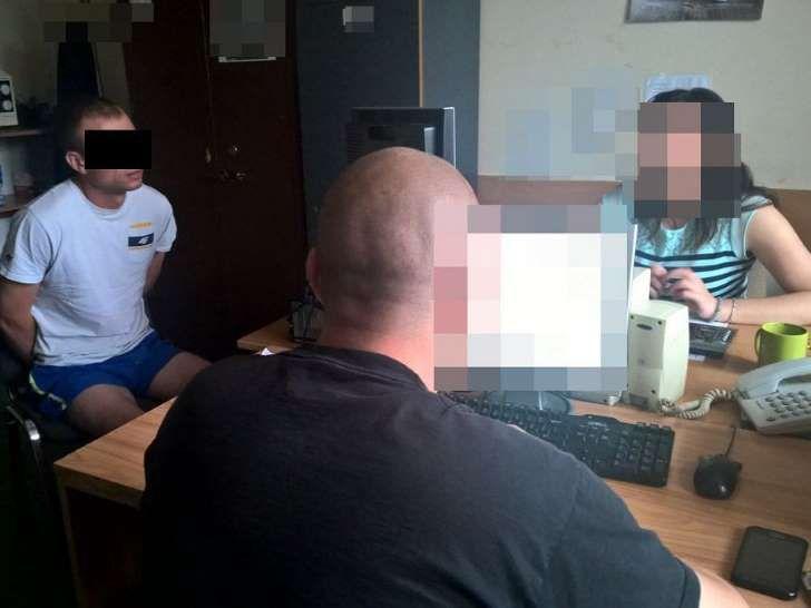 Przytrzymywali za ręce, przyduszali, wykorzystali seksualnie. Policja złapała dwóch Ukraińców