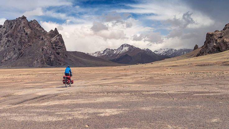 Als Tadchicks waren Roman und Kilian mit dem Rad in Tajikistan unterwegs. Es ging über Schotterpisten auf Pässe und in entlegene Dörfer.