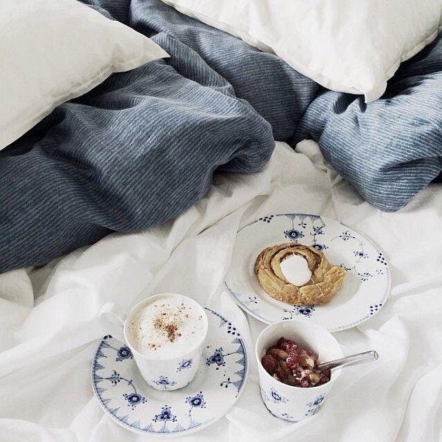 Every sunday should start like this: Breakfast in bed  @nanna_shyama #BlueElements #RoyalCopenhagen