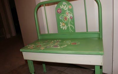 Beyond The Picket Fence: Baby Bed Bench