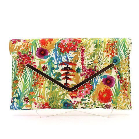 CLUTCH-ME 2 clutch in floral. #mybetsonBetts #BettsRaceDayReady #BettsShoes