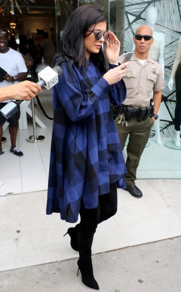 A cara do poder!Kylie Jenner, que pintou as unhas de rosa e colou adesivos da Barbie, não cansa de lançar tend. E! Online Brasil