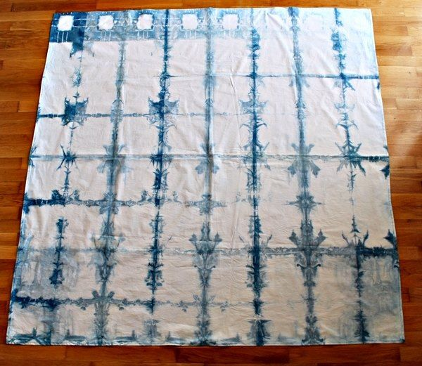 What You'll Be CreatingIn this tutorial, you'll learn how to use the itajime shibori technique to create a contemporary checkered tablecloth in three gorgeous variat
