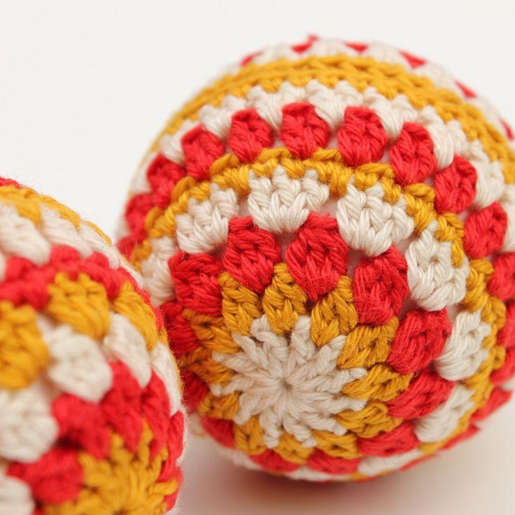Kerstballen haken | draadenpapier | Gratis patroon van Atelier Rosabears