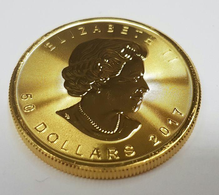 Gouden Maple Leaf  311 gram fijn goud 9999 Maple Leaf De gouden Maple Leaf heeft een zuiverheid van 9999/1000 (24 karaat) en is de eerste gouden munt ter wereld die dit hoogst haalbare zuiverheidspercentage bereikte. De Maple Leaf weegt precies 3110 gram (= 1 troy ounce). Dankzij deze zuiverheid is de Maple Leaf een echte beleggingsmunt en is hij wereldwijd zeer gemakkelijk te verhandelen.Het jaartal kan anders zijn dan op de foto. Wordt aangetekend en verzekerd verzonden met tracking codeU…