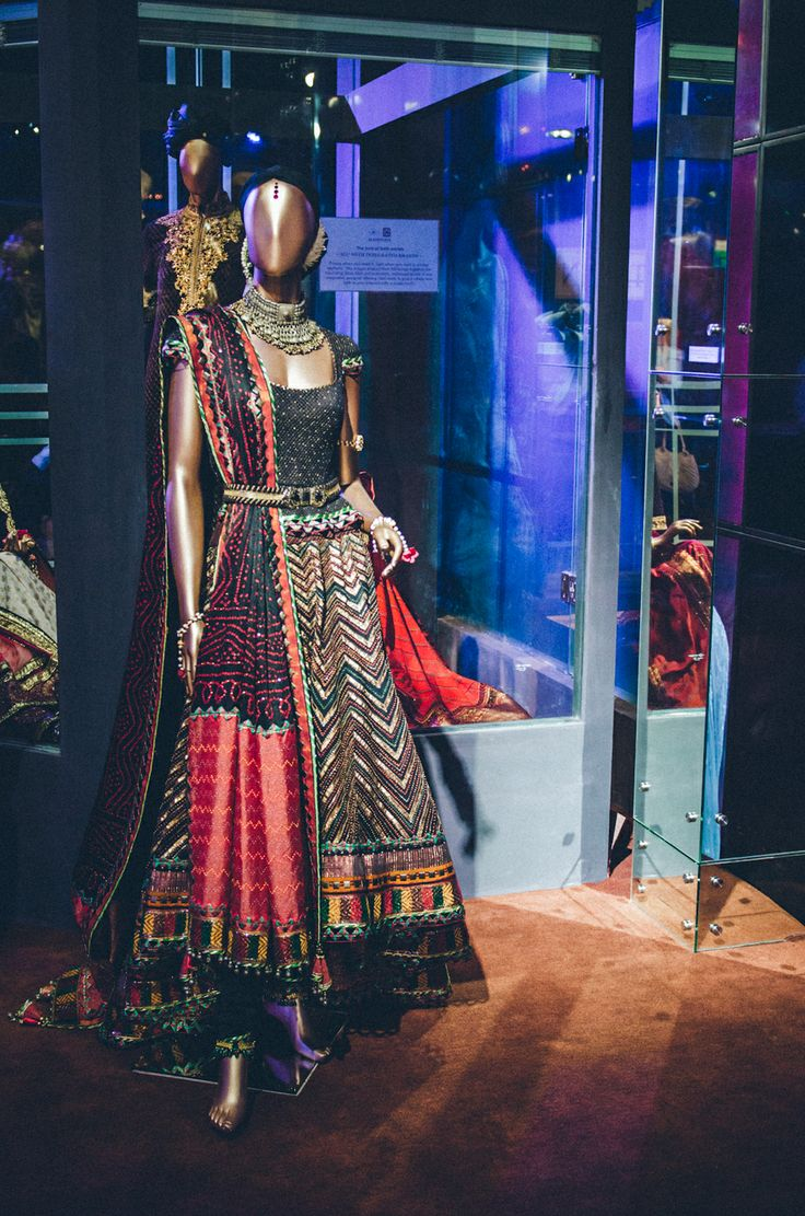 Indian wedding photographer | Photography by Naina : Tarun Tahiliani Bridal Couture