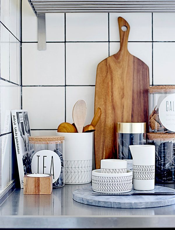 Acacia wood and marble cutting boards and Carina tableware - the combination will instantly spice up your kitchen