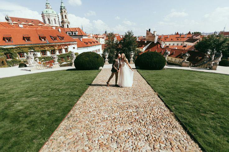 destination wedding photographer in prague