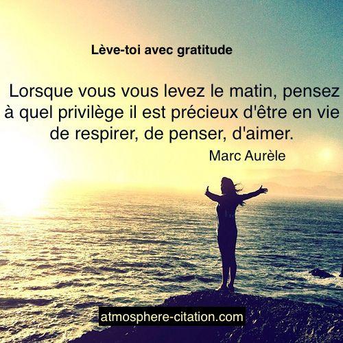 Lève-toi avec gratitude  Trouvez encore plus de citations et de dictons sur: https://www.atmosphere-citation.com/inspiration/leve-toi-avec-gratitude.html?