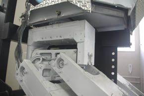 下半身は産業用アームロボットのモーターを流用
