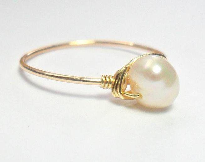 ANILLO DE PERLA, anillo de perla solitario, delicado anillo de perla, anillo hecho a mano con perlas genuinas, joyería minimalista, handmade de BetzalelDesigns en Etsy