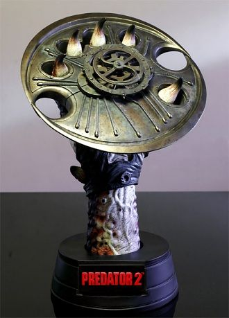 Predator Cutting Disc with Display Prop Replica from Predator 2. It is made by Hollywood Collectibles and is approximately 47 cm (18.5 in) high  http://alien-predator.minimodelfilmstuff.co.uk/alien-predator/predator-2-predator-cutting-disc-with-display-prop-replica-hollywood-collectibles-hcg9206 In this 1990 sequel to the original Predator movie, the fearsome extra-terrestrial continues the hunt in the urban jungle of Los Angeles. Hollywood Collectibles Group has joined forces ...