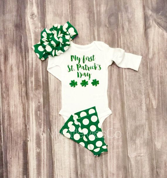 Baby Girl St. Patrick's Outfit, bow leg warmers and onesie set, Baby girl St. Patrick's Day onesie, green glitter onesie, clover onesie