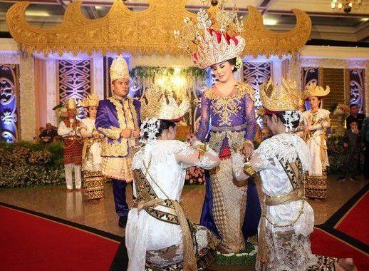 Dipersunting Bangsawan Lampung, Pernikahan Aktris Selena Alesandra Gunakan Adat Lampung