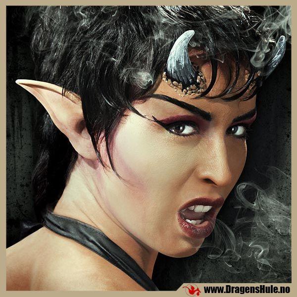 Sminke-FX: Øretupper -Demon (lange & bakoverkrumme) -Latex fra DragensHule. Om denne nettbutikken: http://nettbutikknytt.no/dragens-hule-no/