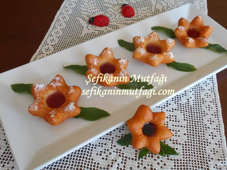 sıcacık tatlı çörekler sizinde vazgeçilmeziniz olacak Çiçek Berliner Tarifi #berlinertarifi #krapfen #tatlı #pasta #çaysati http://sefikaninmutfagi.com/cicek-berliner-tarifi/