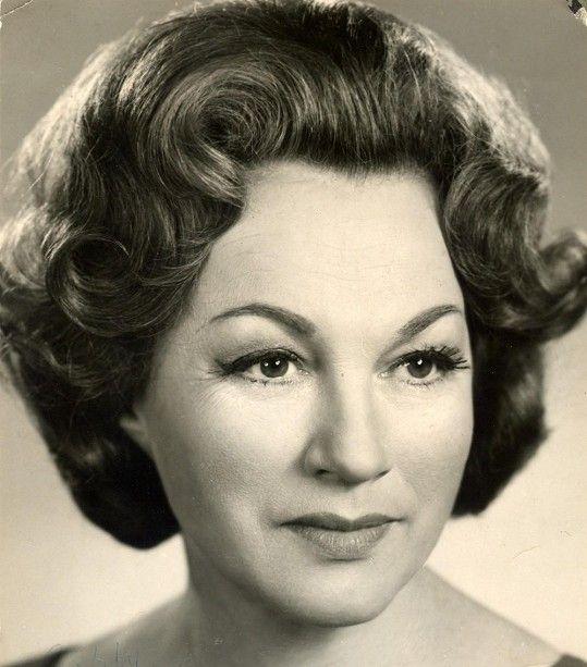 Adina Mandlová byla kočka i po padesátce.