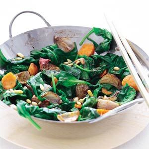 Recept - Roergebakken spinazie met wortel - Allerhande