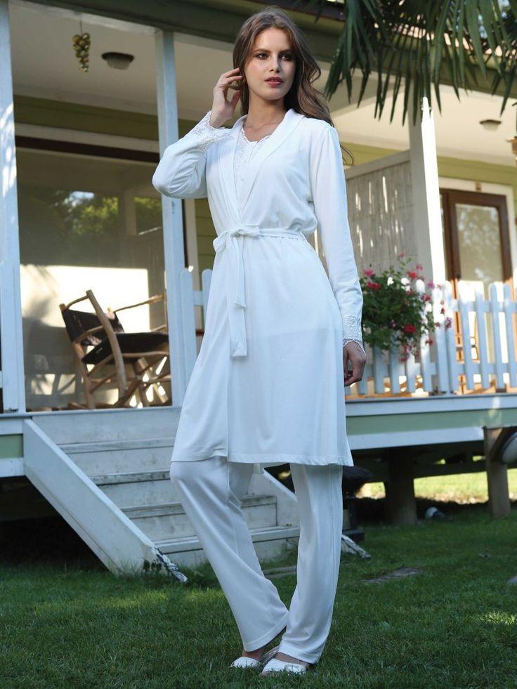 Yeni İnci 105 3 lü Pijama Takım; görüntüsü ve zarifliği ile şıklığınızı ön plana çıkaracak olanPijama ve sabahlık takım modelidir.