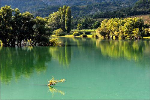 Riflessi sul lago di Barrea - Parco Nazionale d'Abruzzo
