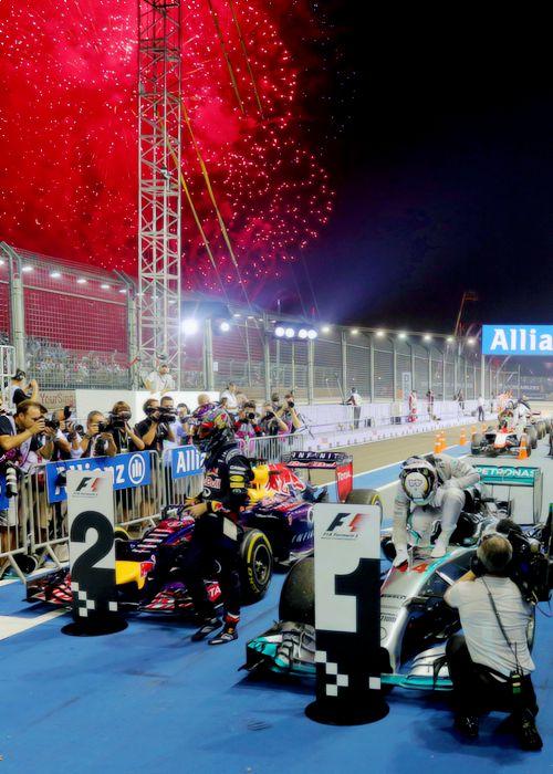 Hamilton wins in SingaporeGP